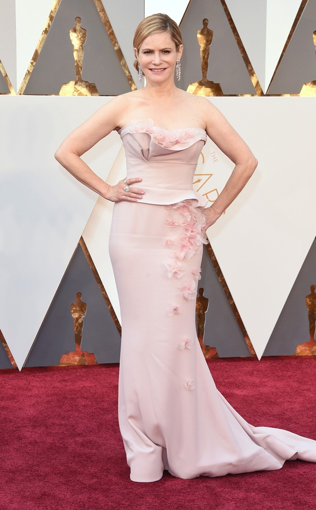 rs_634x1024-160228161253-634-Academy-Awards-Oscars-jennifer-jason-leigh.cm.228