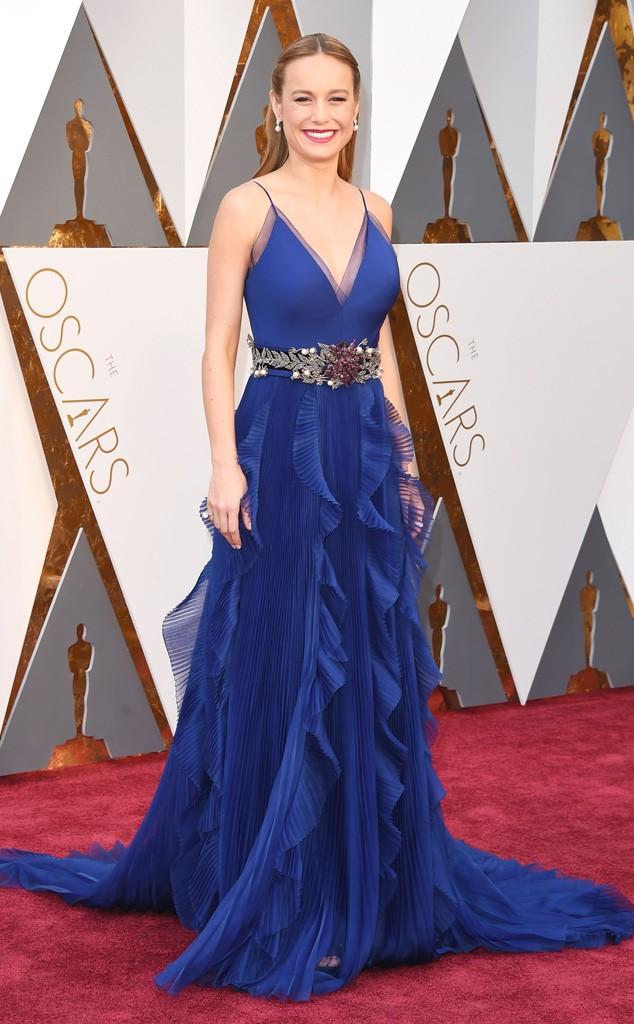 Adorei a Brie Larson no filme Room! Por mim, ela super mereceu o Oscar. Mas não pelo vestido Gucci e o penteado, que apesar de ser super bem feito (reparem como fica perfeita toda a parte de cima inclusive o tecido transparente) parece algo que uma criança gostaria de usar... meio princesa...