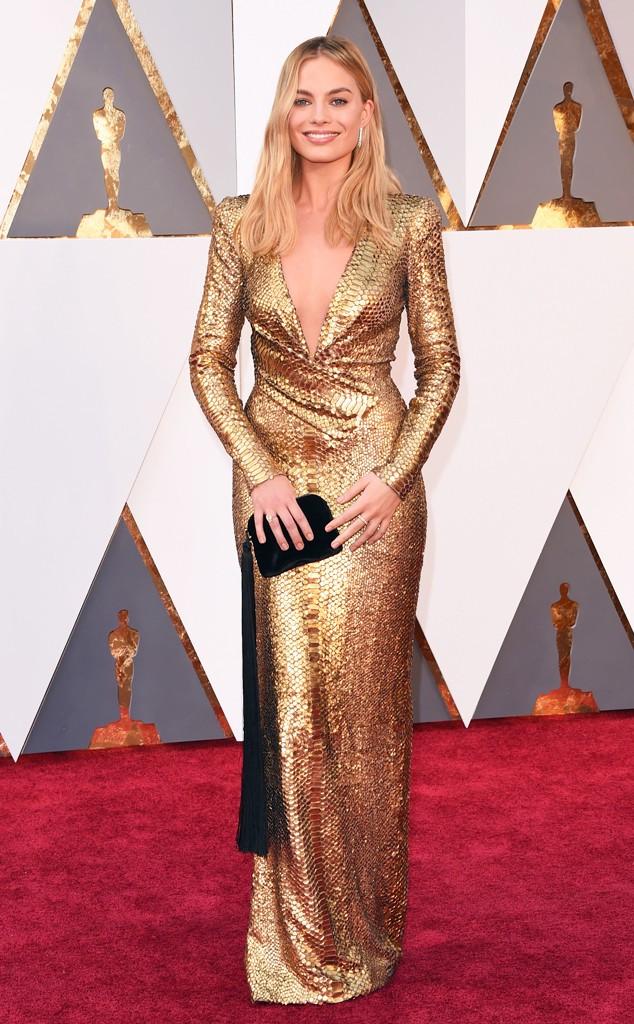 Sempre bom ver algo de va-va-voom como este look da Margot Robbie.