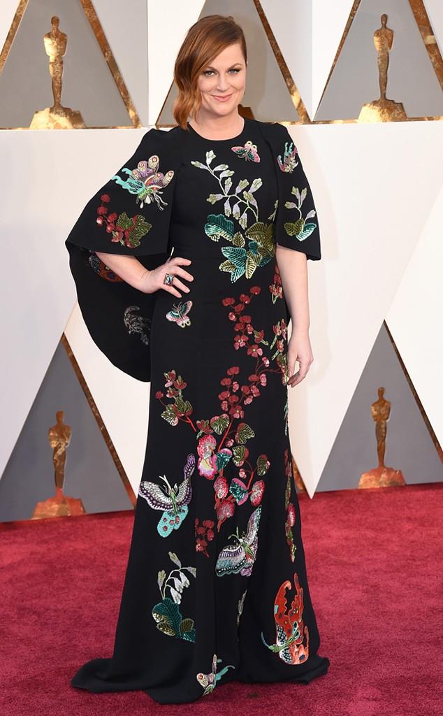 Amy Poehler em Andrew Gn, talvez não estamos acostumados a ver vestidos que cobrem tanto corpo... Acho que a envelheceu, apesar de achar um vestido bonito.