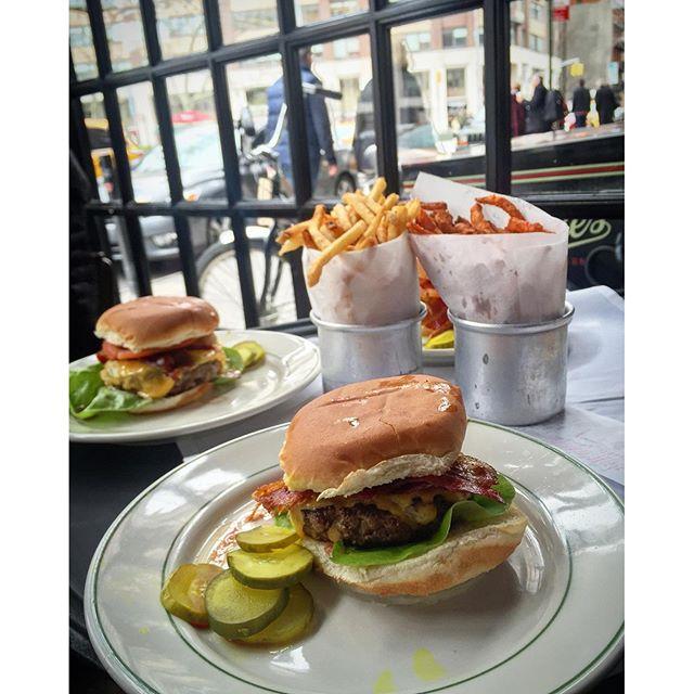 Hambúrguer delícia no PJ Clarke's
