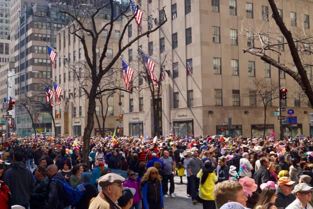 Fecham a 5th Ave aos carros e lota com pessoas, especialmente no Rockefeller Center