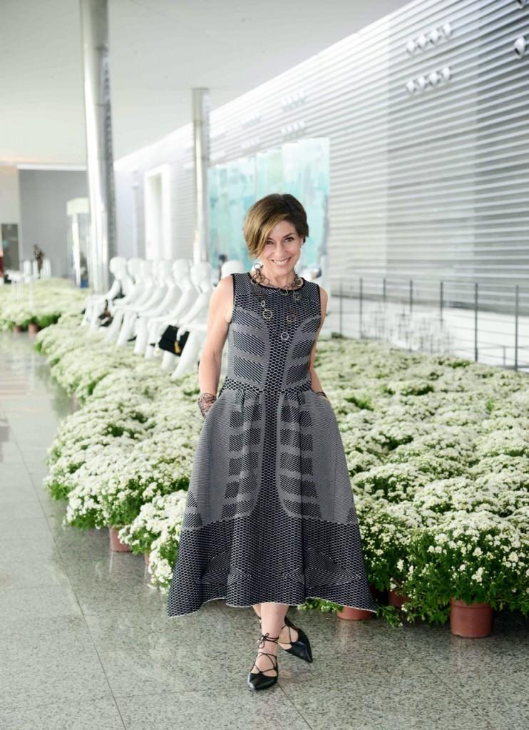 Vestido Gig Couture, sapato Topshop (inspired Aquazurra) e colar Maxior por Consuelo Blocker Foto Sebastião Jacinto