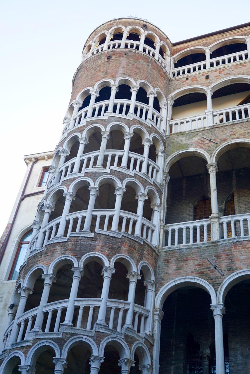 Segredos deslumbrantes de Veneza: Scala Contarini del Bovolo