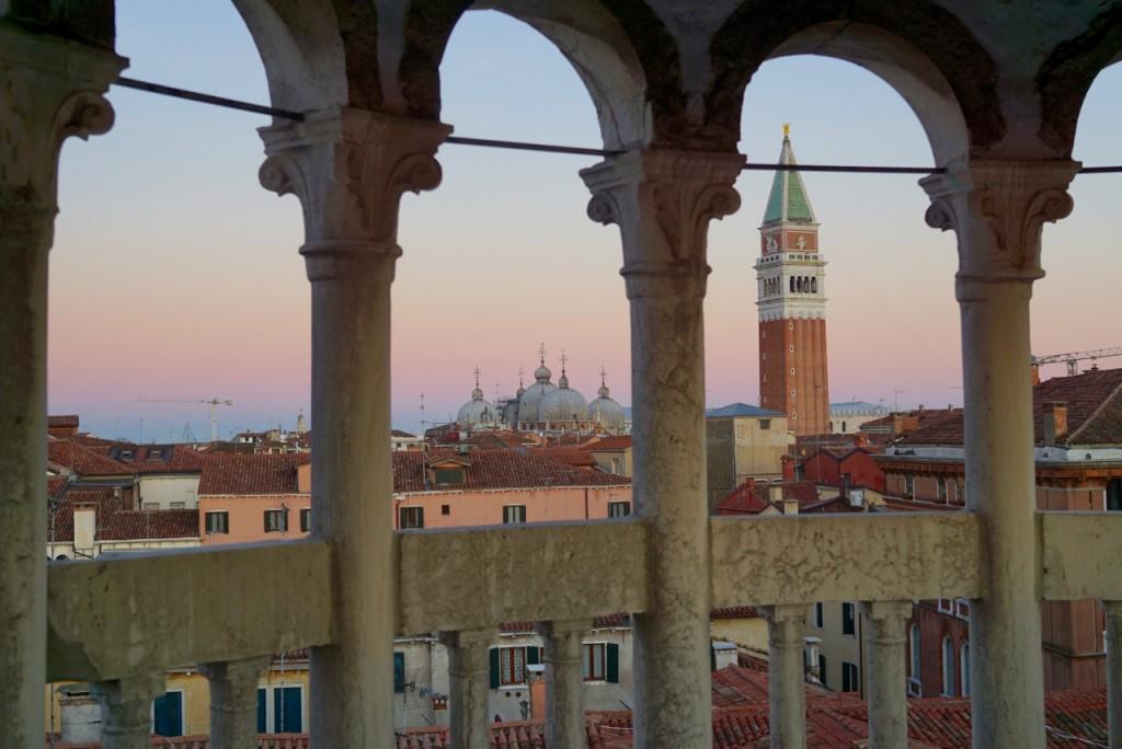 E assim que o sol se põe, baixa essa luz misteriosa sobre Veneza!