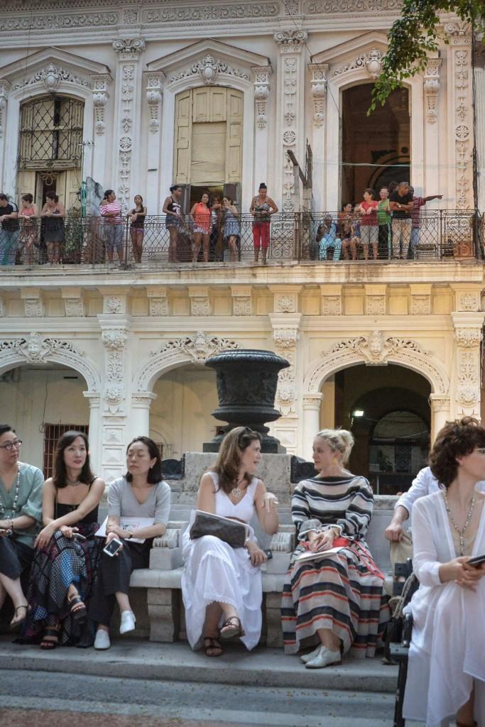 A imprensa internacional assistiu ao desfile junto com os locais