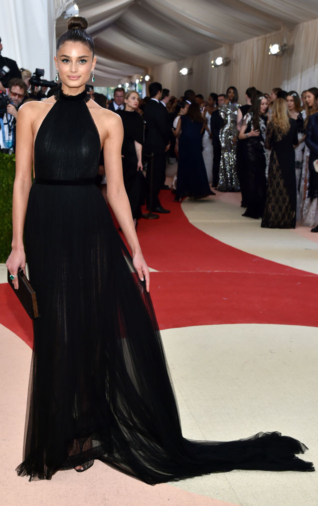 rs_634x1010-160502195347-634-Taylor-Hill-MET-GALA-Arrivals-2016