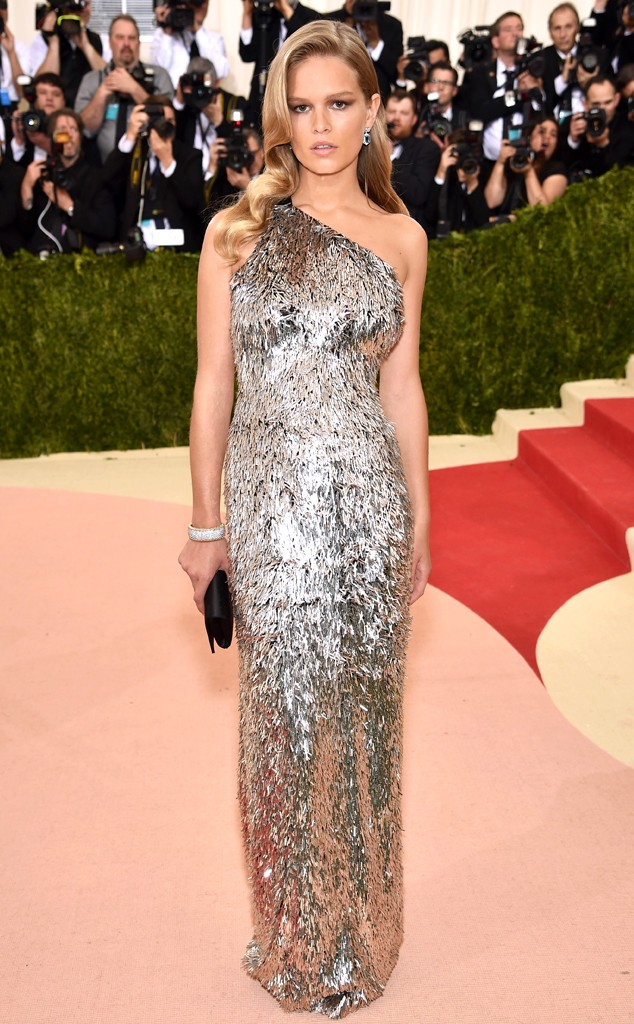 rs_634x1024-160502154130-634-MET-GALA-Arrivals-Anna-Ewers.ms.50216