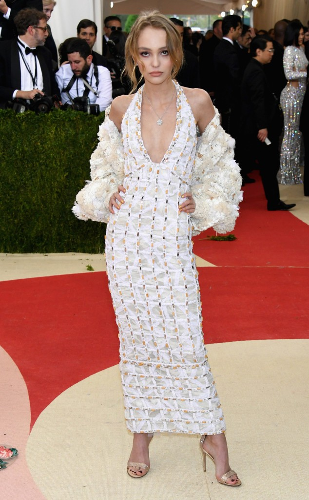 rs_634x1024-160502165908-644-MET-GALA-Arrivals-lilly-rose-depp