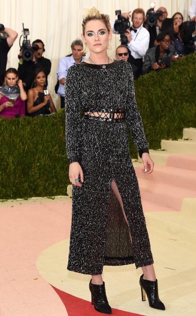 Os looks Chanel estavam lindos nesta noite! O que mais gostei neste look foi a atitude. Não é a roupa mais sensacional, mas é a atitude mais certa e original.