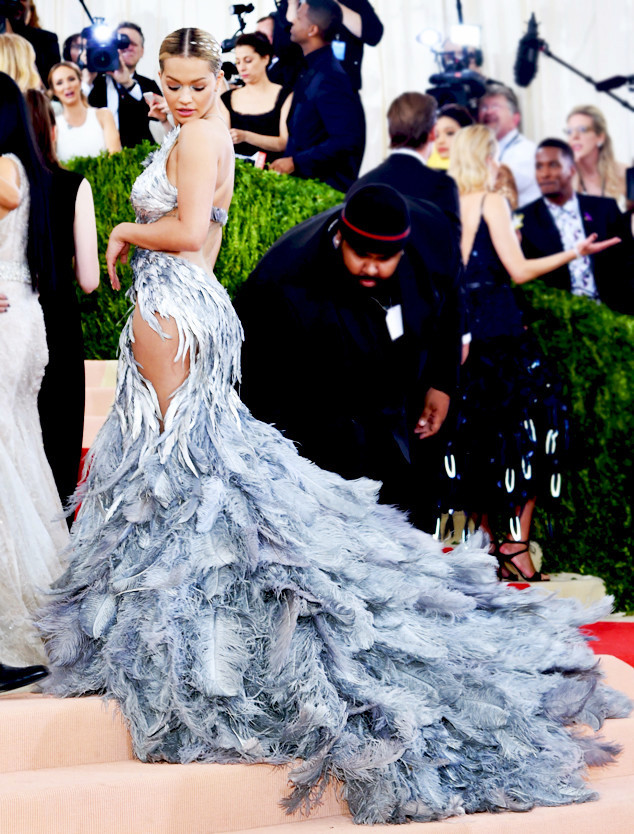 rs_634x834-160502171640-2634.Rita-Ora-met-Gala-2016-Candid-Silver-feather-Gown