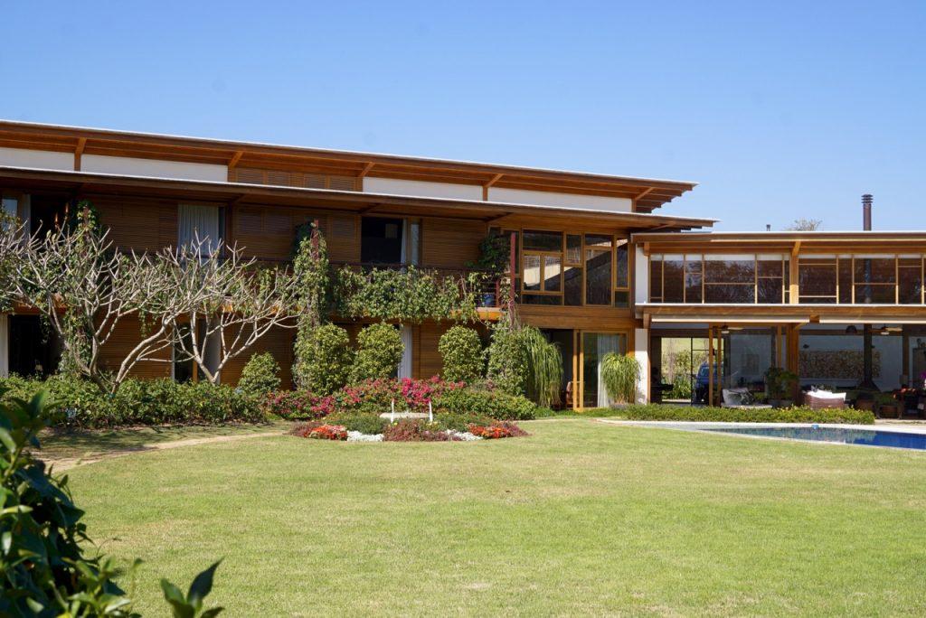 A casa vista do jardim!!