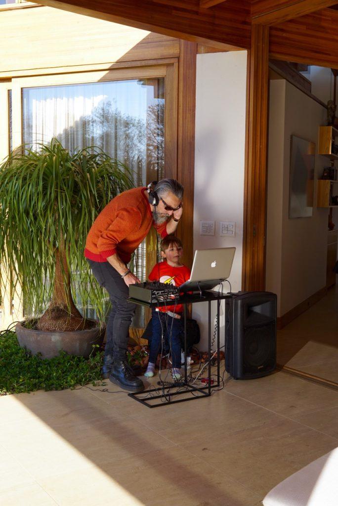 O DJ começou a tocar