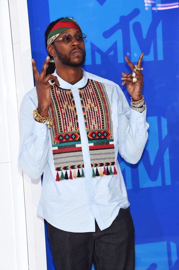 2-Chainz-MTV-VMA-red-carpet-2016-billboard-1240