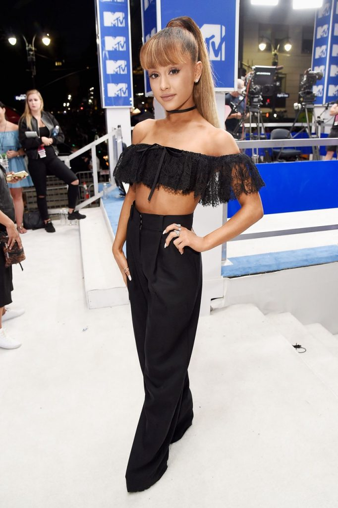 Ariana-Grande-MTV-VMA-red-carpet-2016-billboard-1240