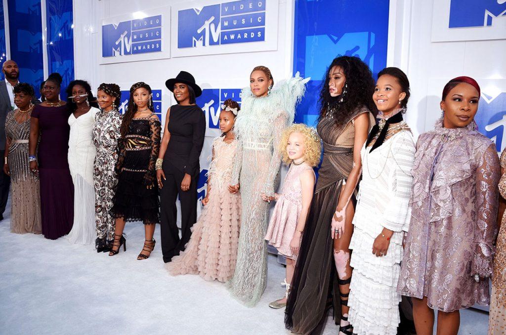 O entourage da Beyoncé!
