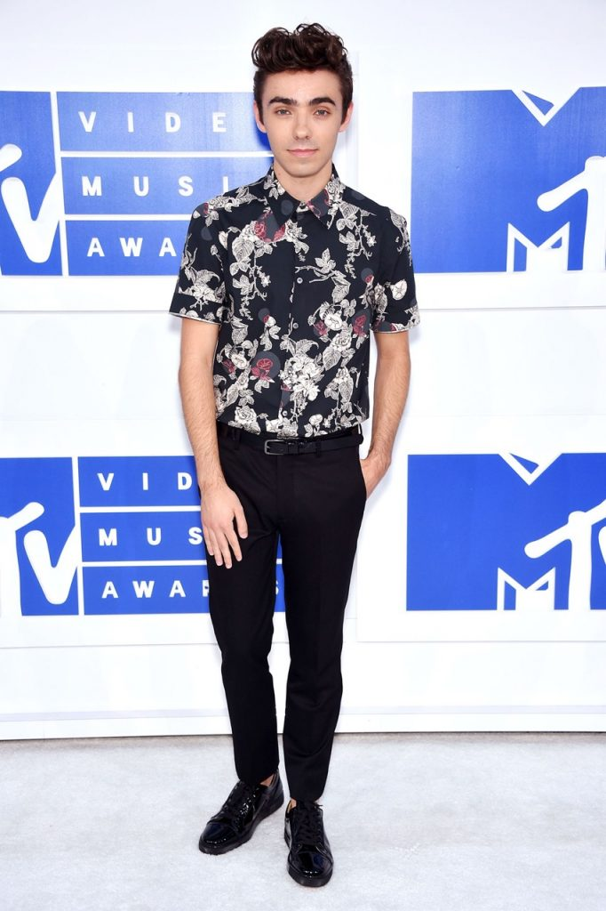 Nathan-Sykes-MTV-VMA-red-carpet-2016-billboard-1240
