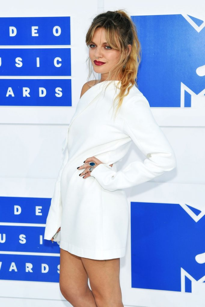 Tove-Lo-MTV-VMA-red-carpet-2016-billboard-1240
