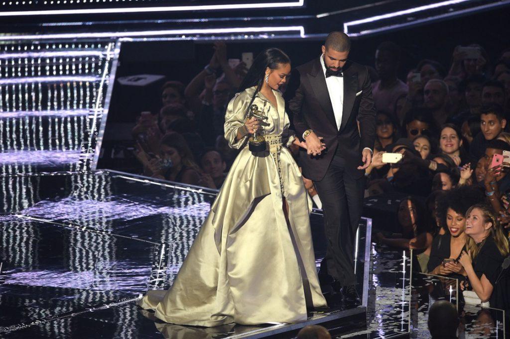 """Tão falando muito da Rihanna e o Drake serem um """"item""""... será?!! Eu gosto tanto dele! Mas ela me parece tão antipática..."""