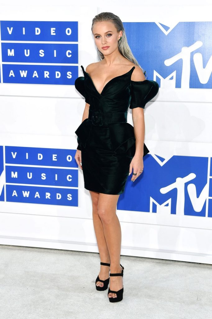 Zara-Larsson-MTV-VMA-red-carpet-2016-billboard-1240