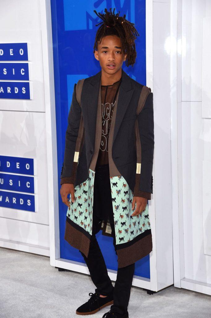 Adorei o look dos boys com o meu favorito sendo este, Jaden Smith, já um ícone no mundo da moda!