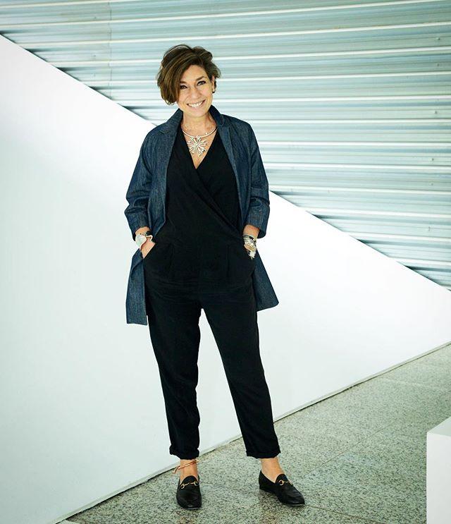 Já me achando com a bijoux de Lucas no tornozelo! Macacão COS, casaco em jeans Modem, colar Lygia Durand e sapato Gucci.