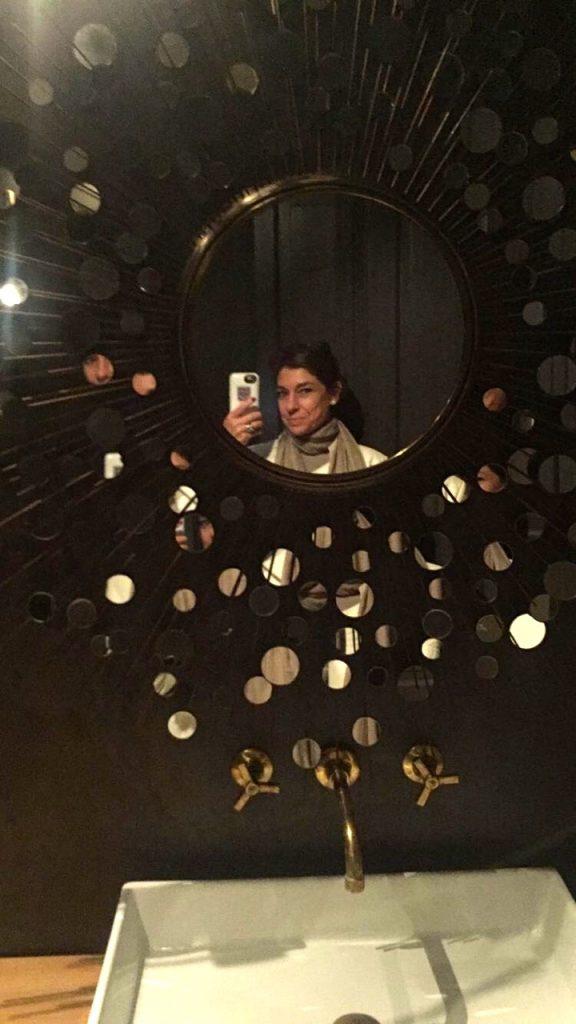 Com infinitas peças desenhadas pelo estúdio Matos Herzog, como este espelho