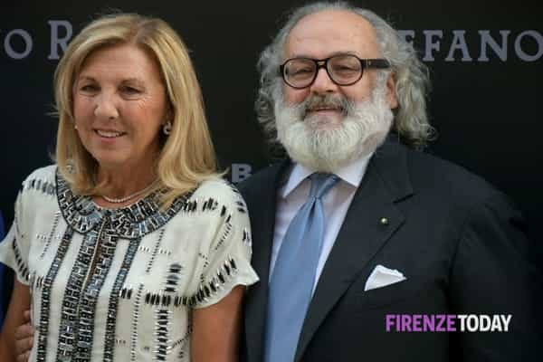 Um dos patrocinadores é o criador Stefano Ricci. Aqui com sua esposa