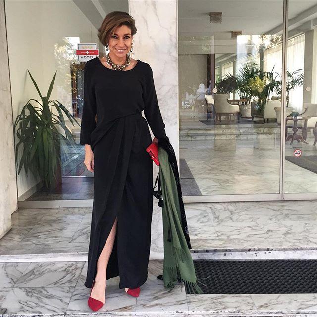 Vestido Barbara Casasola, clutch Louis Vuitton, sapato Arezzo