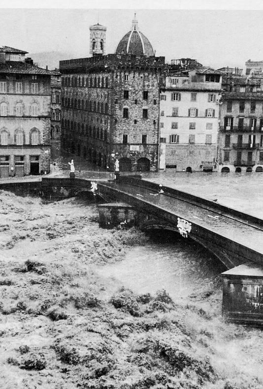 1966-arno-durante-alluvione