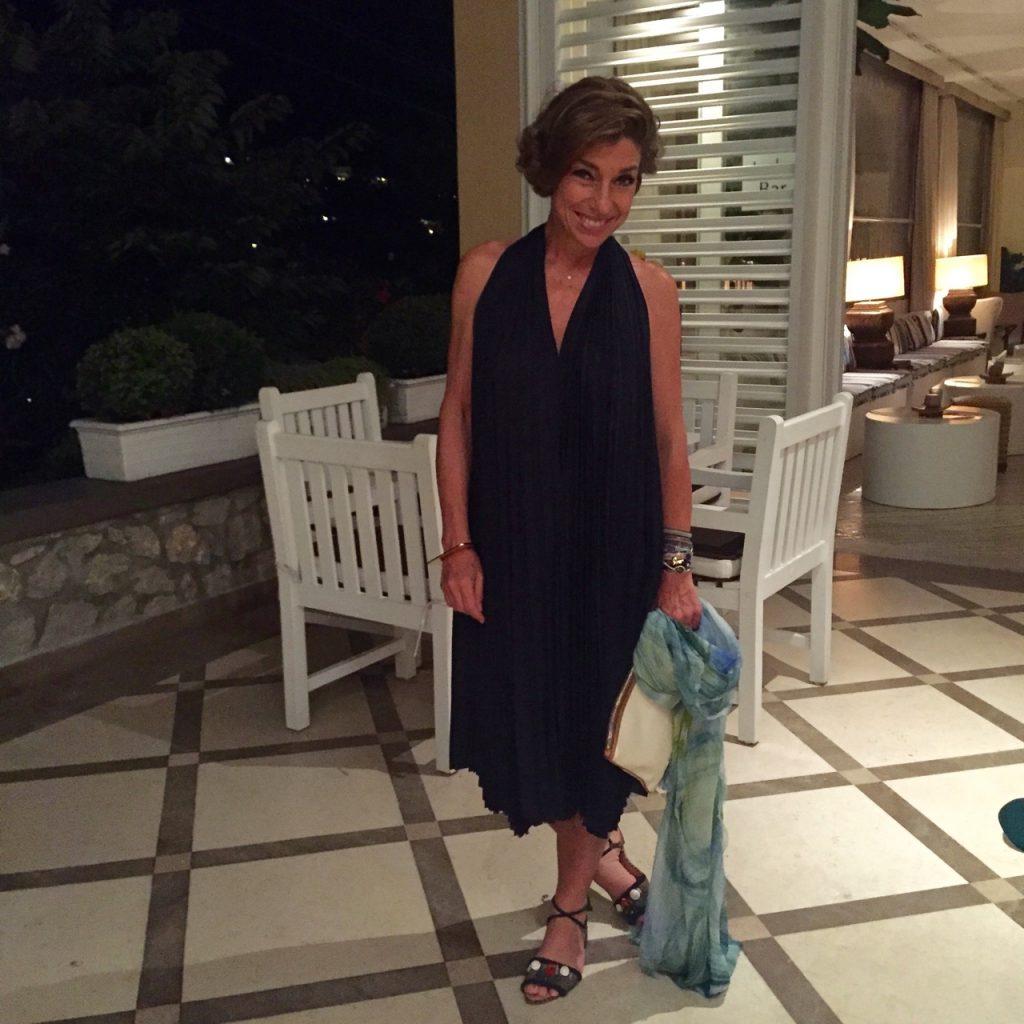 Vestido COS, sandália Lane Marinho