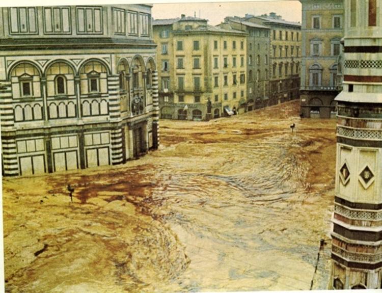 A inundação do Arno em Florença