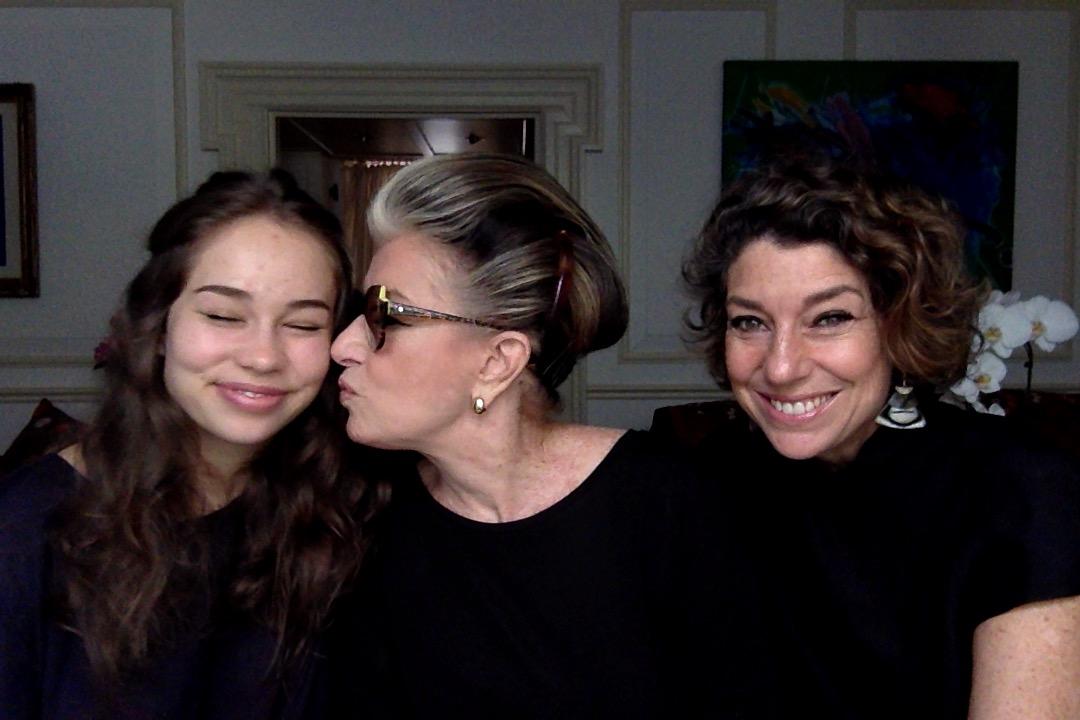 3 gerações Conversando em Londres! Um vídeo com Costanza, Allegra e Consuelo