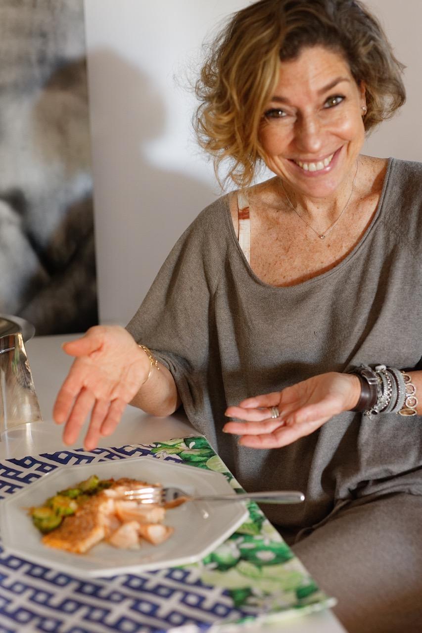 Como cozinhar salmão e tirar o cheiro das mãos e cozinha!